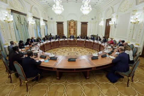 В Офісі Президента відбулася перша зустріч у розширеному складі з послами G20