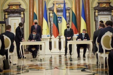 У присутності президентів України та Литви підписано низку двосторонніх документів