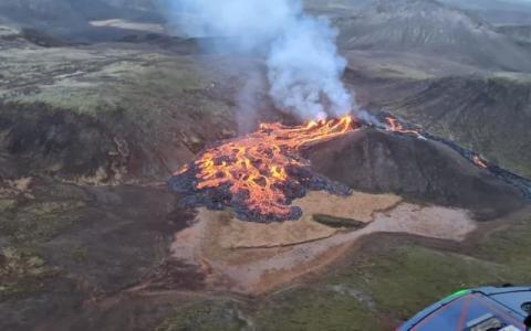 """В Ісландії сталося виверження вулкана, що """"спав"""" майже 800 років"""