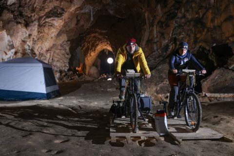 Група французів 40 днів жила в печері заради перевірки людських можливостей