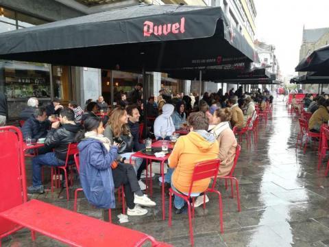 У Бельгії після тривалого локдауну відкрилися тераси ресторанів