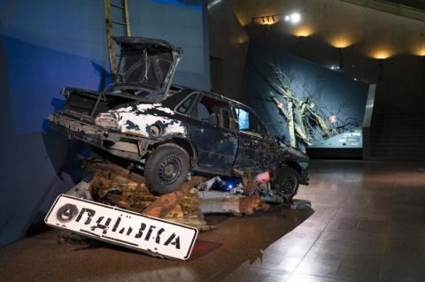 Глава держави відвідав Національний музей історії України у Другій світовій війні та оглянув експозиції, присвячені боротьбі українців за свою землю