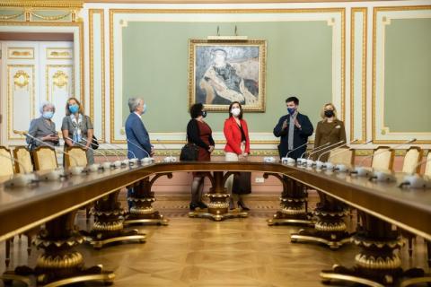 За ініціативою Олени Зеленської в Маріїнському палаці запрацювали україномовний та англомовний аудіогіди