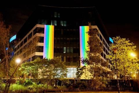 Будівлю Єврокомісії підсвітили прапором ЛГБТІ на знак солідарності