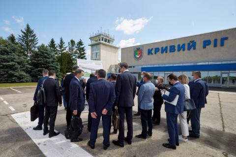Глава держави оглянув реконструкцію аеропорту у Кривому Розі