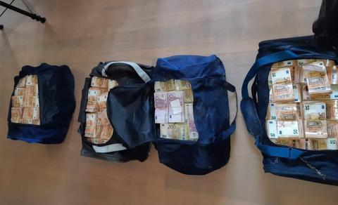 На фермі поблизу Амстердама знайшли 3 тонни кокаїну і 11 млн євро готівки
