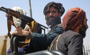 Понад 2200 дипломатів, цивільних евакуювали з Афганістану військовими рейсами
