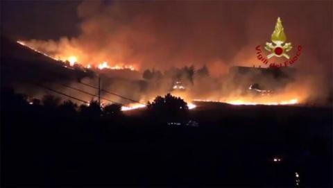 Лісові пожежі вирують на півдні Італії: троє загиблих