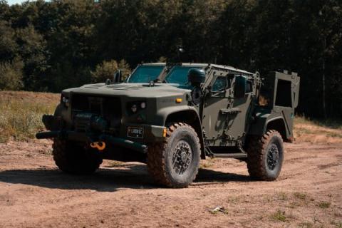 Литва отримала із США першу партію броньованих військових позашляховиків