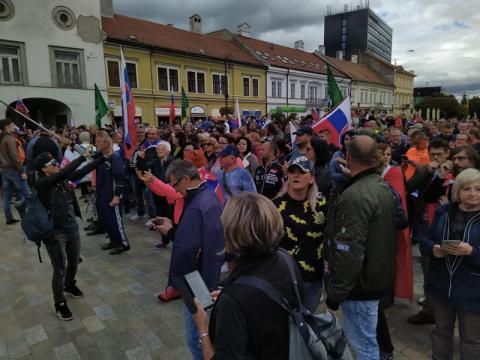 У Словаччині пройшли дві акції противників вакцинації, 12 затриманих