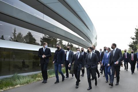 Президент України провів зустріч з генеральним директором компанії Apple Тімом Куком