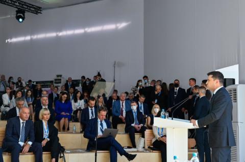 Президент на YES Brainstorming: Маємо покінчити з війнами серед людства, допоки війни не покінчили з людством