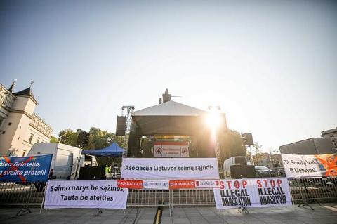 У Вільнюсі вдруге зібрався кількатисячний мітинг проти вимоги ковід-сертифікатів
