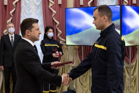 Президент: Рятувальники – це справжні герої сьогодення, і ми пишаємося ними