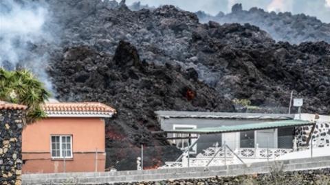 На Канарах триває виверження вулкана: зруйновані 100 будинків, лава сповільнила хід