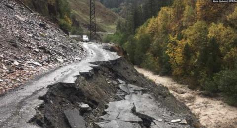 У Грузії евакуюють десятки туристів з гірського району, відрізаного від світу через зсуви