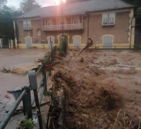 Зливи і повені на півночі Італії: закриті дороги, зриваються місцеві вибори