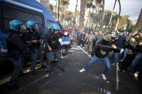У Римі стались масштабні сутички на акції проти ковід-паспортів, 12 затриманих