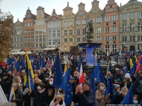 Десятки тисяч поляків вийшли на мітинги проти потенційного виходу Польщі з ЄС