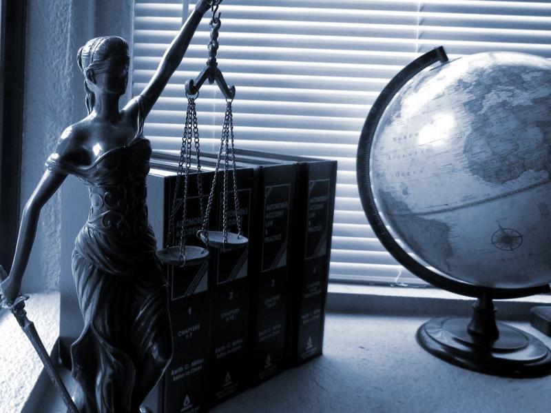 День юриста: привітання у віршах і прозі