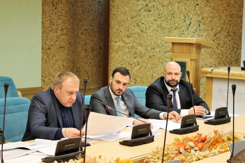 Розглядається три варіанти фінансування будівництва великої кільцевої дороги навколо Києва, - Юрій Лавренюк