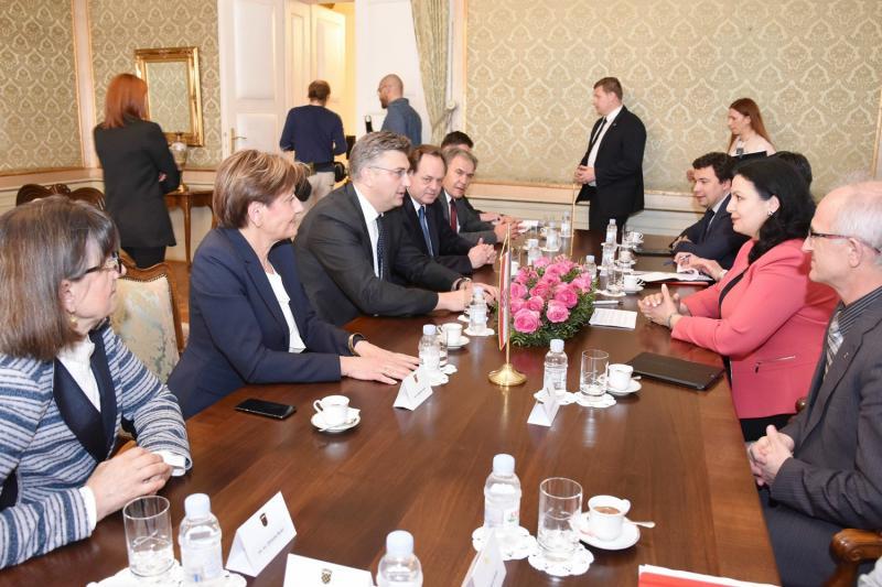 16 - 17 квітня 2018 року заступник Міністра інфраструктури з питань європейської інтеграції Віктор Довгань взяв участь в Міжурядовій комісії в Загребі, Хорватія