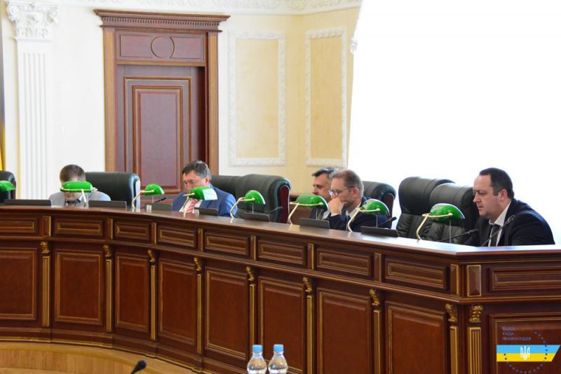 Підозрюваного у хабарництві суддю з Донбасу відсторонили від правосуддя