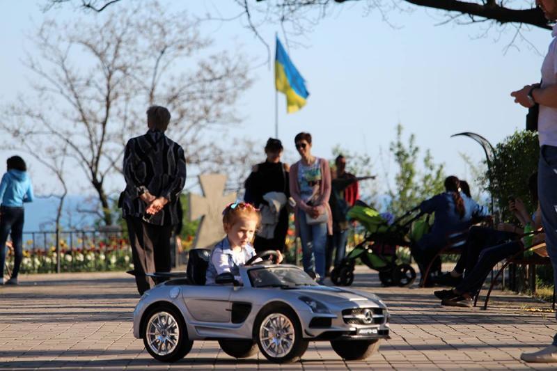 Володимир Омелян відвідав ГогольFest у Маріуполі