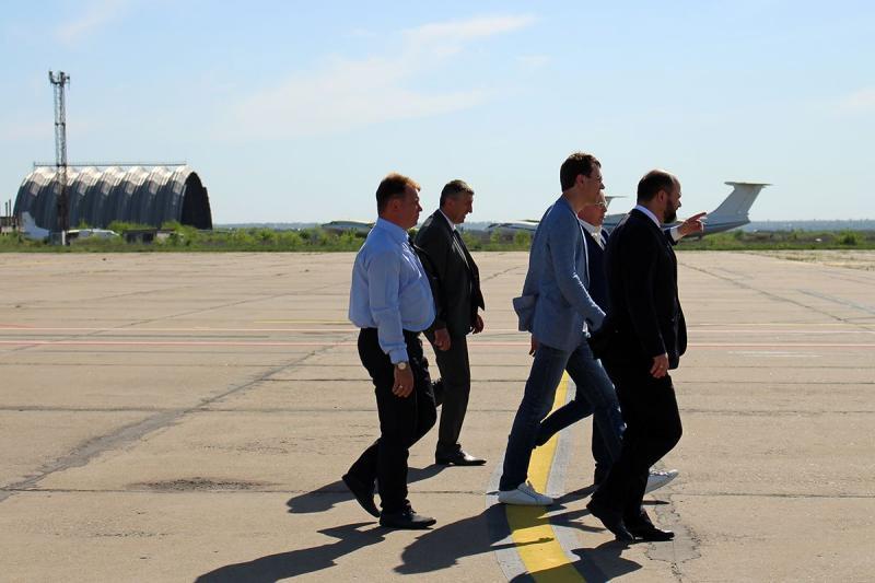 Миколаївський аеропорт розглядається Міністерством як важливий для розвитку регіону об'єкт, - Володимир Омелян