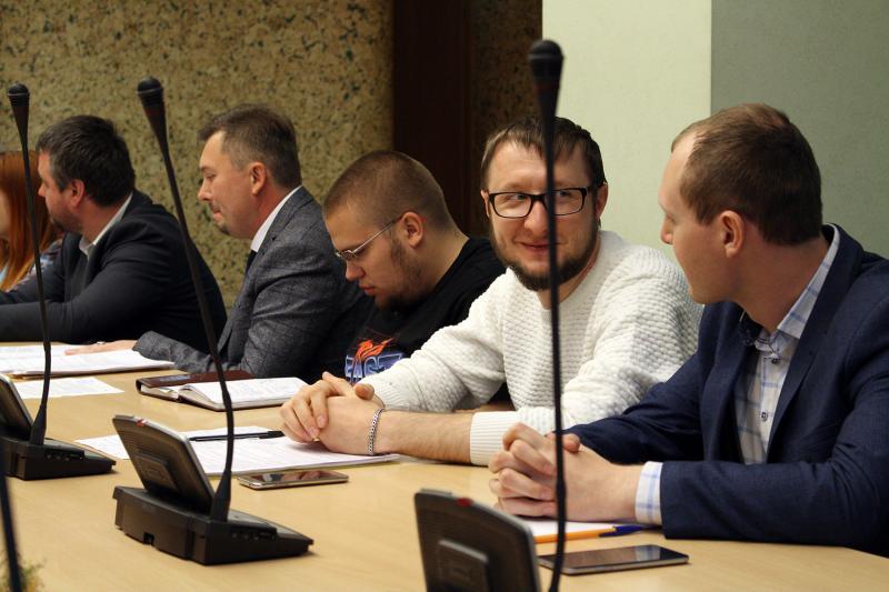 Сполучення із Маріуполем має бути в центрі уваги Укрзалізниці, - Володимир Омелян