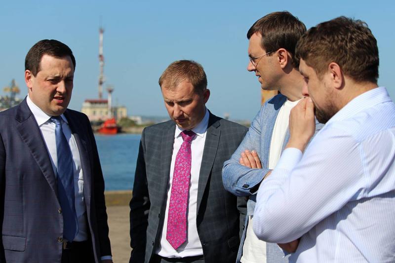 В порти Одещини цього року мають зайти два світові інвестори, - Володимир Омелян