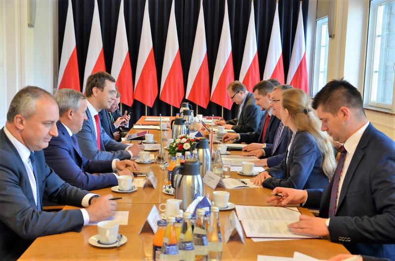Міністр інфраструктури України Володимир Омелян провів зустріч з Міністром інфраструктури Республіки Польща Анджеєм Адамчиком
