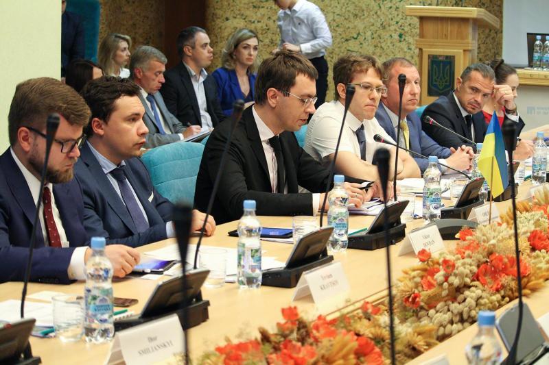 Володимир Омелян провів зустріч із представниками найбільших китайських компаній