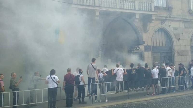 Апеляційний суд Львівської області заявив про тиск з боку активістів