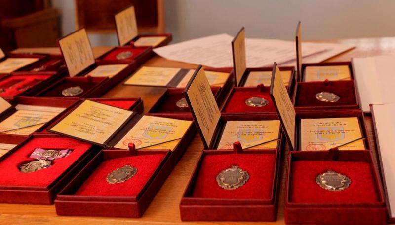 Заслуженими стали 23 юриста (прізвища)