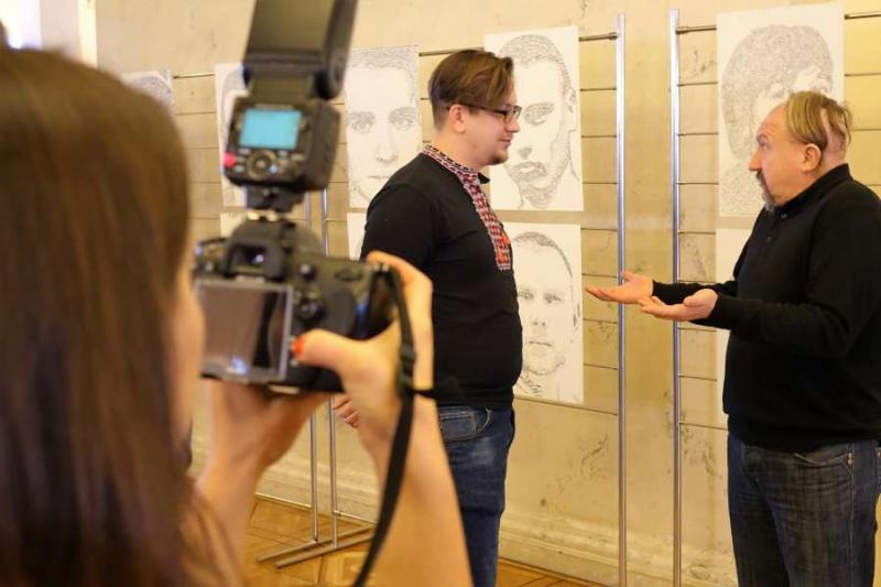Розгорнуто експозицію авторських робіт, присвячених захисникам України, художника Тараса Степанушка