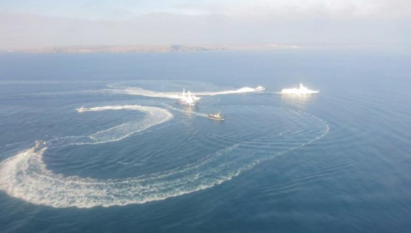 Росія перекрила прохід цивільних суден через Керченську протоку
