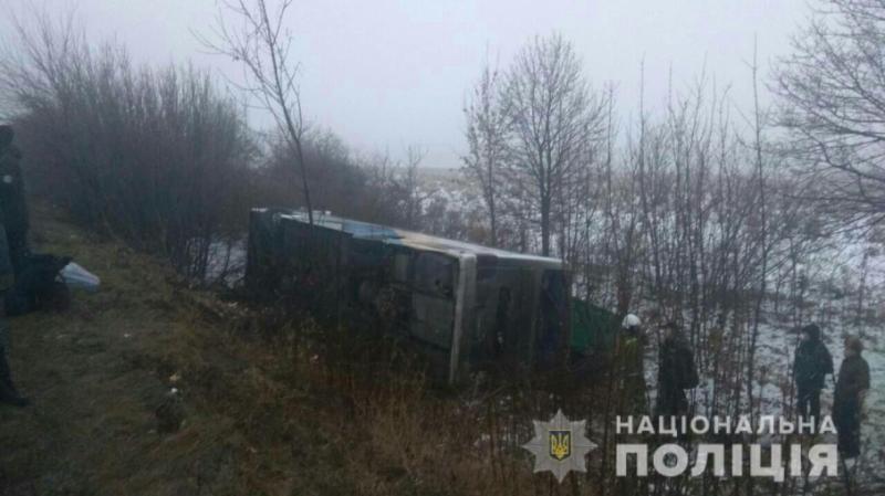 Масштабна ДТП на трасі Київ – Одеса: зіткнулись понад десять автівок та перекинувся автобус