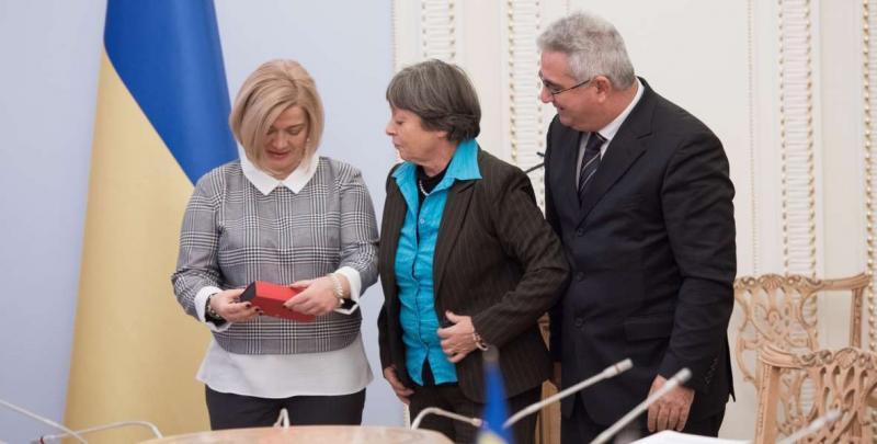 Ірина Геращенко: «Українська сторона у ТКГ наполягає на звільненні заручників та політв'язнів Кремля до Нового року»