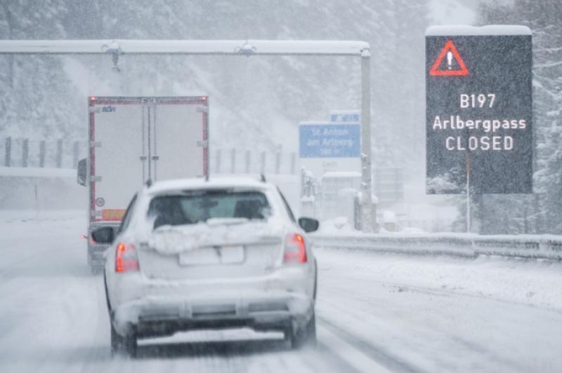 Австрія, Німеччина, Швейцарія та Італія у сніговому полоні. Скасовано світові змагання