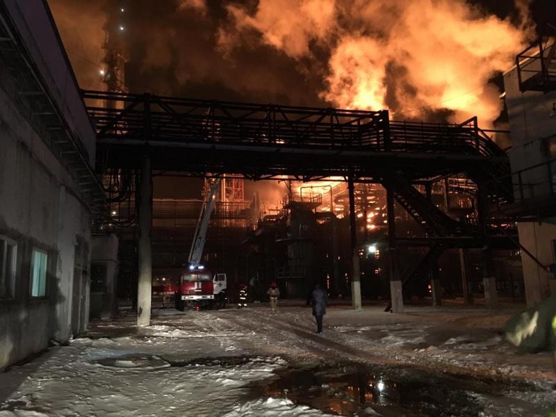 На Івано-Франківщині горить завод «Карпатнафтохім»