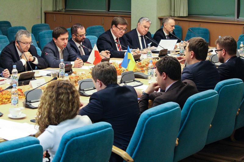 Міністр інфраструктури України Володимир Омелян провів переговори із Міністром інфраструктури Республіки Польща Анджеєм Адамчиком