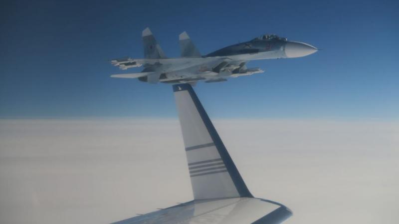 Небезпечний маневр: російський Су-27 наблизився на 20 метрів до шведського літака