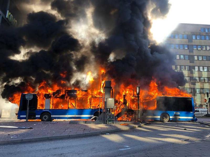 У центрі Стокгольма вибухнув автобус, водій важко поранений