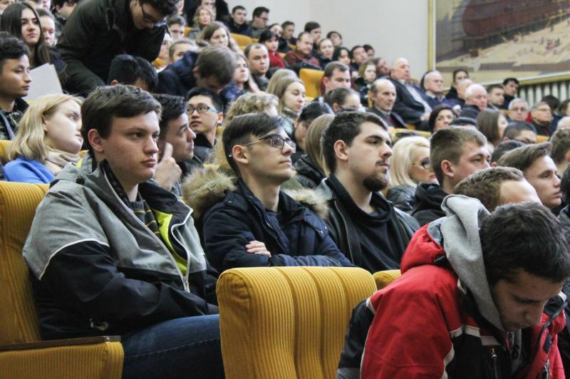 Володимир Омелян під час зустрічі зі студентами Національного університету кораблебудування імені адмірала Макарова