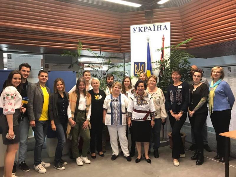 Українці обрали президента на першій закордонній дільниці