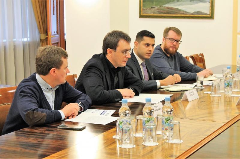 Володимир Омелян провів зустріч із головою НКРЗІ Олександром Животовським