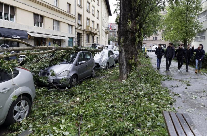 В Хорватії – небувалий буревій: рух на дорогах обмежено, людей просять залишитись вдома