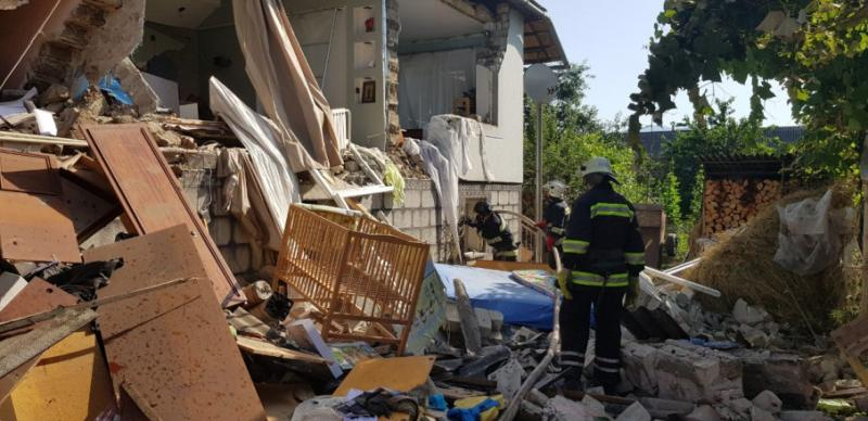 На Закарпатті вибух газоповітряної сумуші пошкодив житловий будинок: двоє людей травмовано