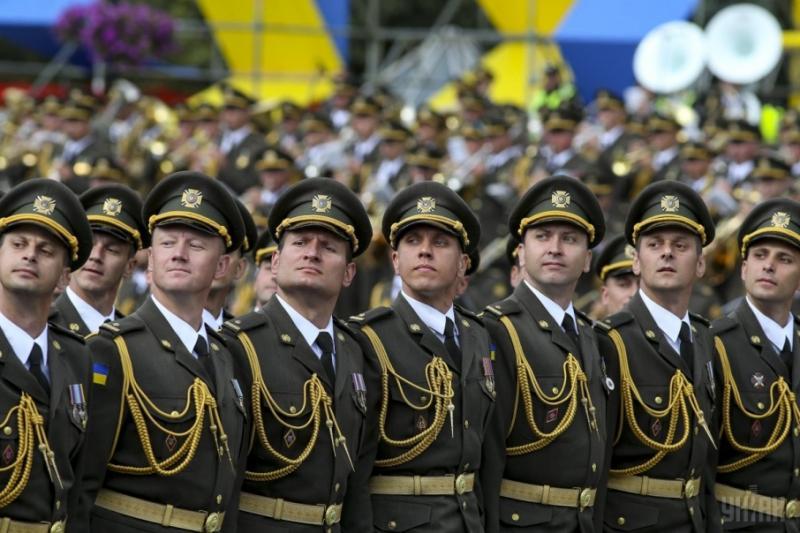 Порошенко проти скасування військового параду на День Незалежності